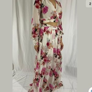 Cream Floral 2 Piece Long Sleeve W/ Maxi Skirt, L